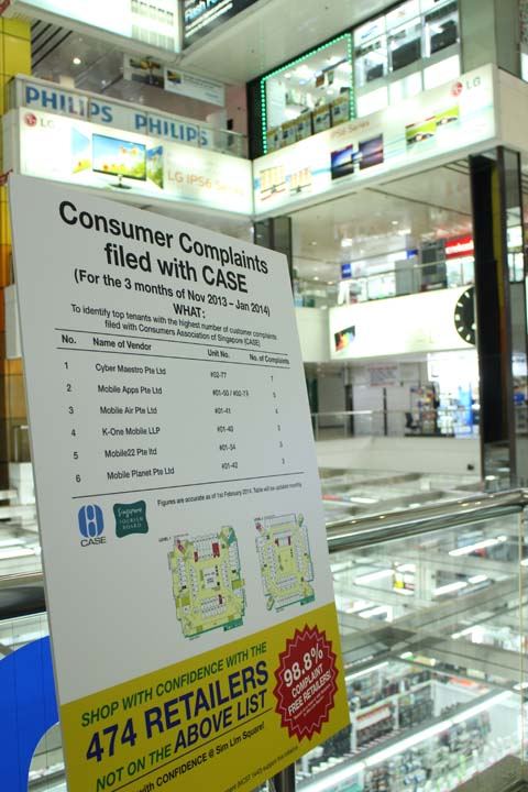 The management of Sim Lim Square tries hard to rescue the reputation of the mall with a sign saying that the great majority of its tenants have not been subject of complaints. Pic taken in Feb 2014.