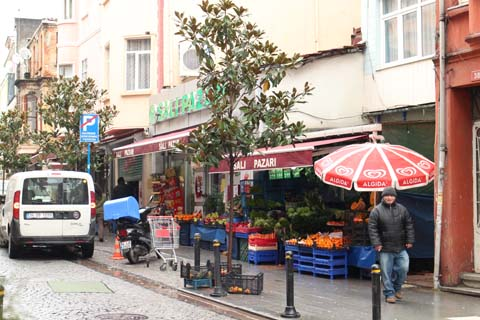 Neighbourhood grocery in Kadiköy