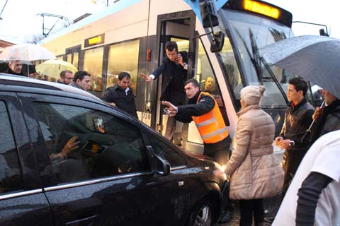 Car crashes into tram
