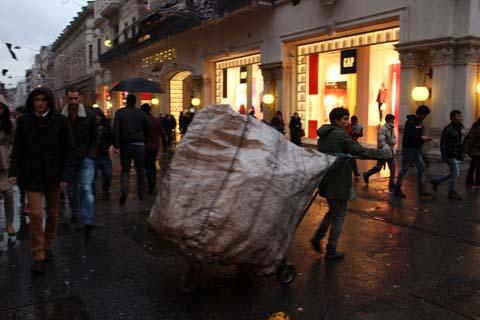 Trash collector on major shopping street, İstiklal Caddesi