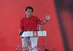 SDP secretary-general Chee Soon Juan speaking at his first rally after a ban of 15 years.