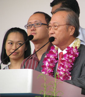 Tan Cheng Bock speaking at Nomination Day 2011